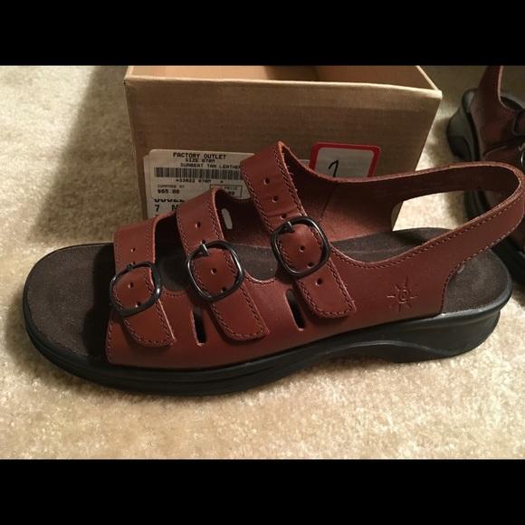 NWT Clark's Sunbeat Tan sandals 7M